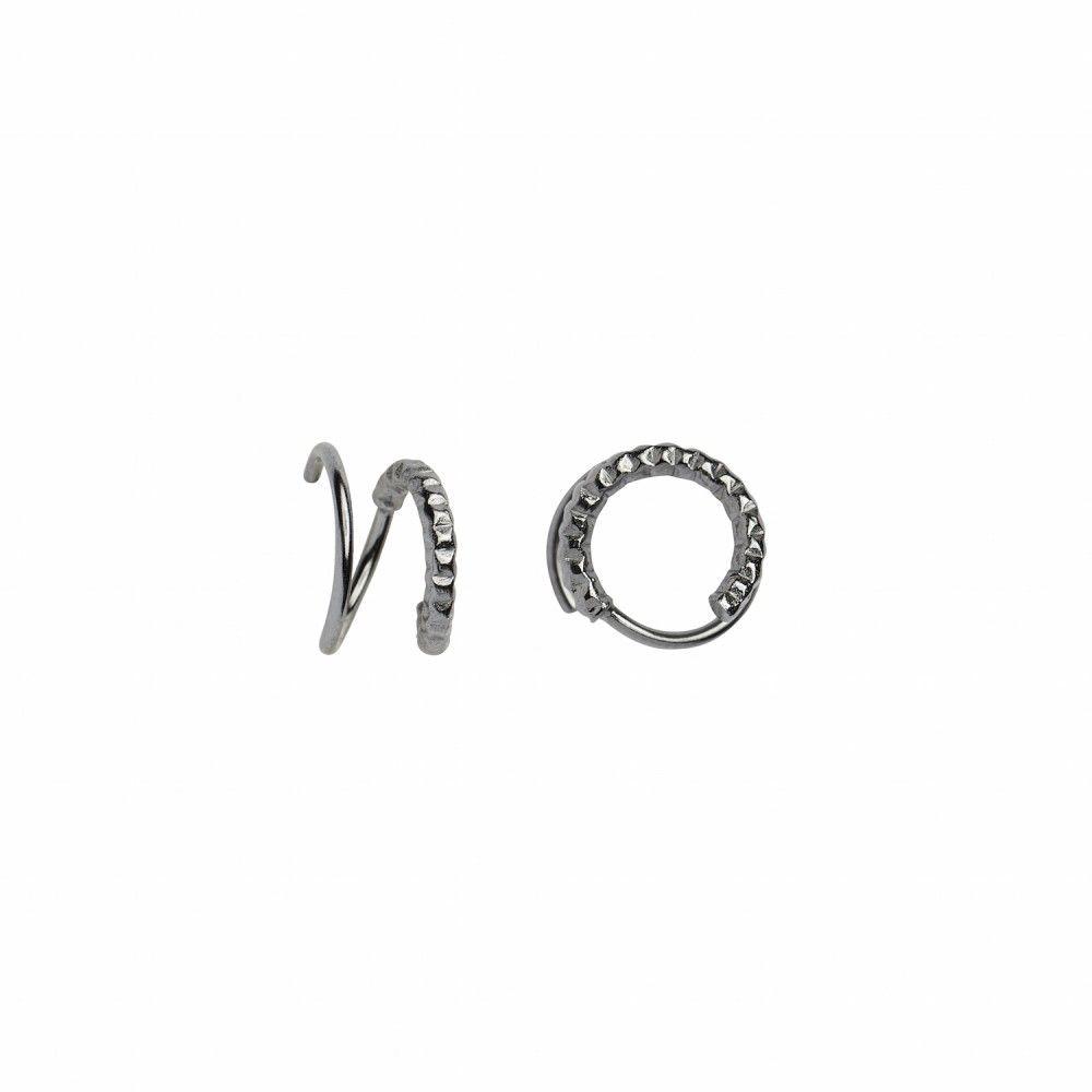 https://www.selecteddesigners.dk/media/catalog/product/1/0/1034_01_l_tinsel_curl_earring.jpg
