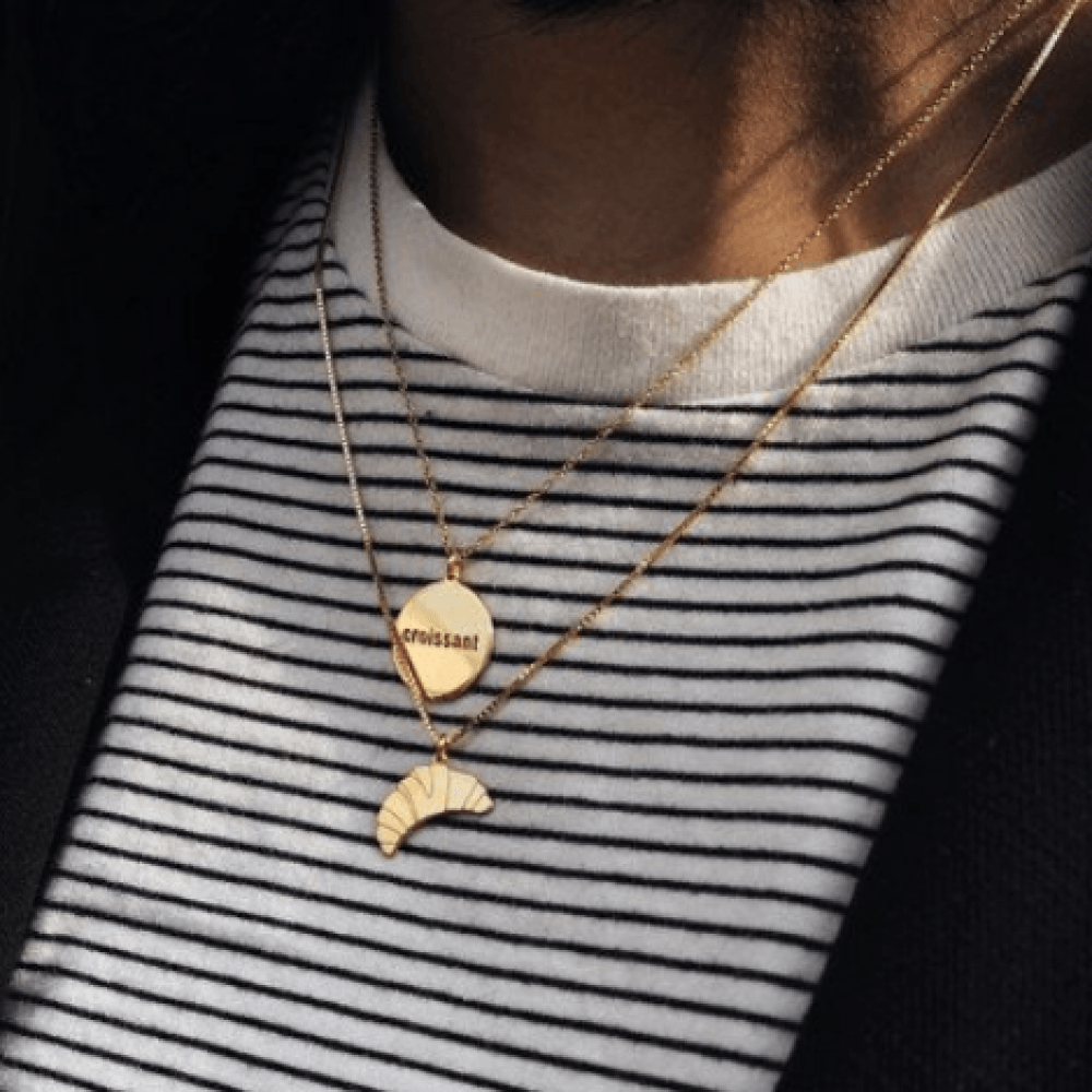 https://www.selecteddesigners.dk/media/catalog/product/j/u/jukserei-croissant-round-necklace-website.jpg