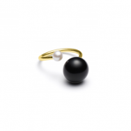 https://www.selecteddesigners.dk/media/catalog/product/f/w/fwpearlringguld.png