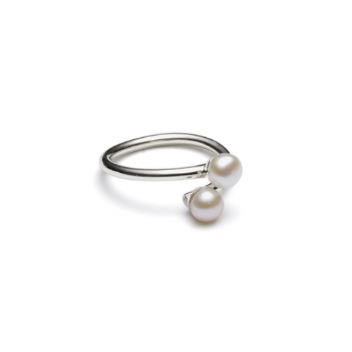 https://www.selecteddesigners.dk/media/catalog/product/f/w/fwpearlrings_lv2.png