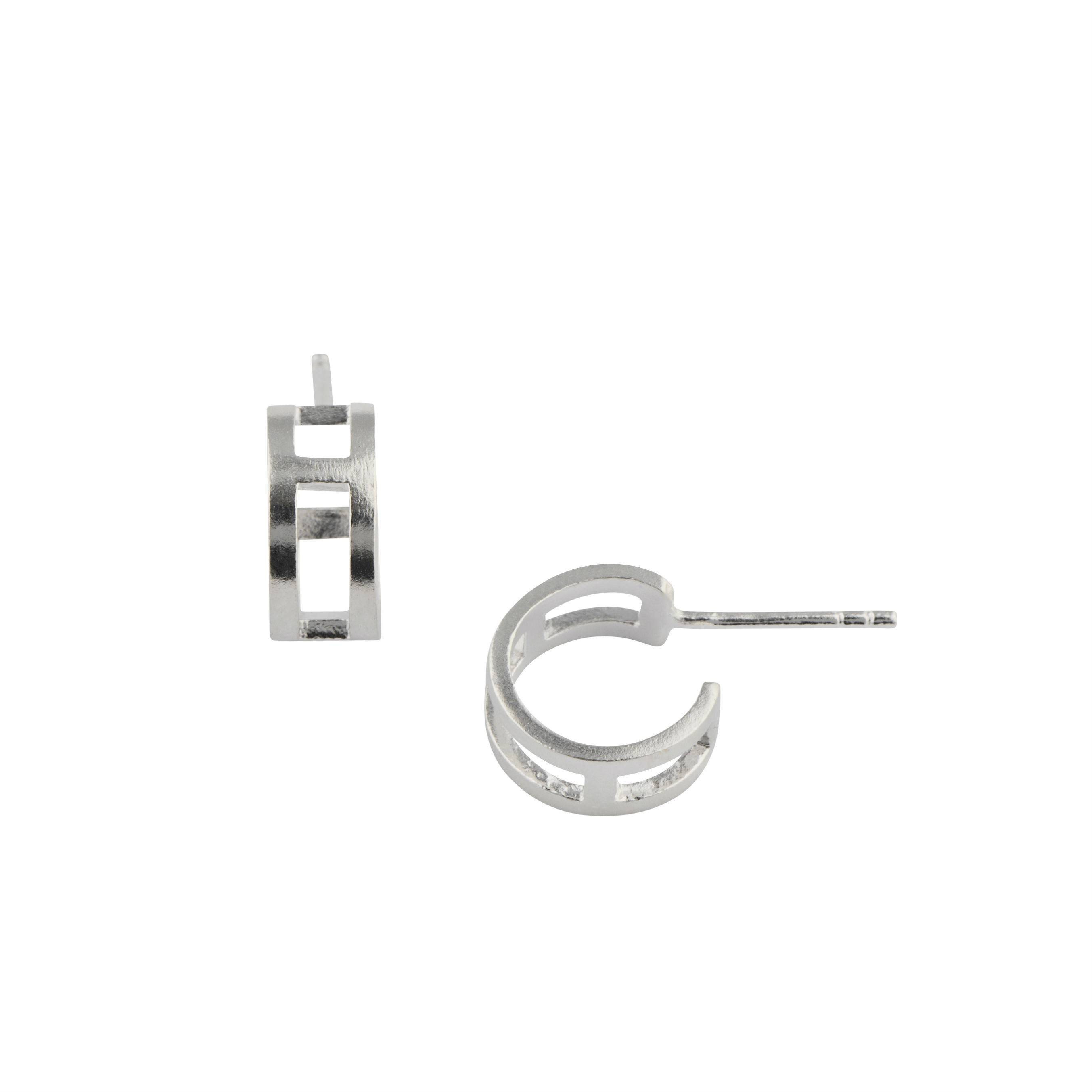 https://www.selecteddesigners.dk/media/catalog/product/v/e/vela_earring_sterling-silver.jpg